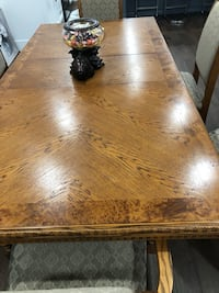 Dining table almost new!! Purchased at 2800 selling for 900!moving out sale!!beautiful , good quality as well!! Vaughan, L4L 7C3