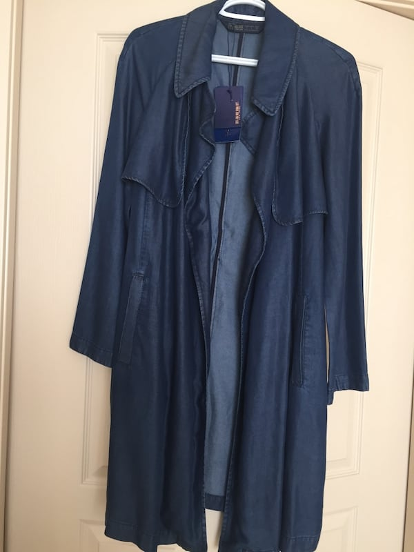 Brand new long coat  zara size small 0838c2be-5fc3-4f63-8bf6-91a7a82439a6