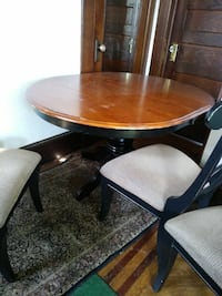Pedestal table - 4 chairs- with extra leaf Liberty