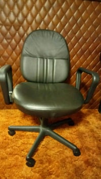 Chair black leather office rolling chair NEW Brampton, L6S 3C5
