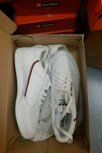 pair of white Adidas low-top sneakers with box Los Angeles, 90017