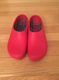 pair of red rubber clogs Colchester, 05446