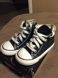 Toddler boy Converse All Star's size 7 black. Good condition.