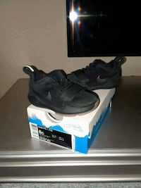 pair of black Nike low-top sneakers with box Tampa, 33605