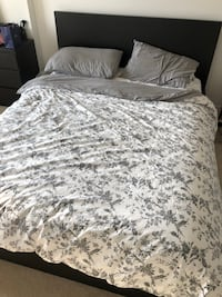 White and gray floral bed sheet London, N6H 0B1