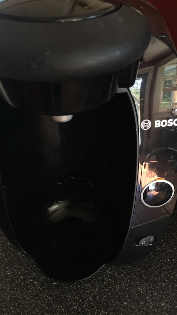 Black tassimo- works great, comes with 16 caramel macchiato pods