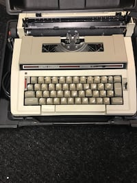 Electric Typewriter    works good   Canfield, 44406