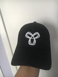 Black and white fitted cap TNA Mississauga, L5N 5Z2