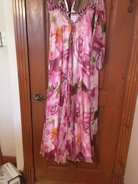 pink and white floral sleeveless dress Laval, H7G 2P7
