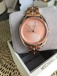 Round gold michael kors analog watch with link bracelet King, L7B 0A4