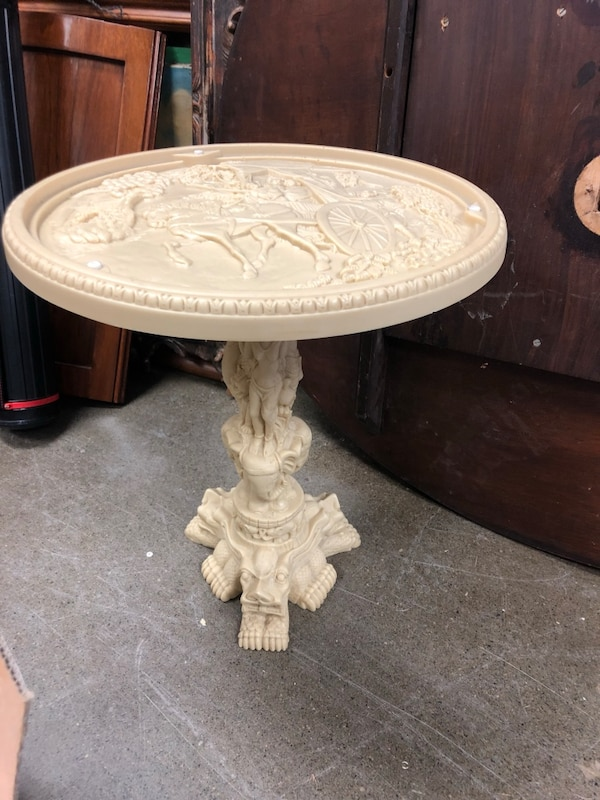 Vintage Chinese pedestal table made in Italy 20560031-42b2-49da-a14d-e3d0057d6680