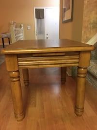 Solid Oak end table Edmonton, T6K 2J9