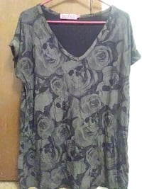 gray and black floral v-neck cap-sleeve top