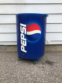 Pop cooler on wheels great for party and events Toronto, M1E 3B8