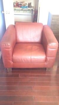 Burgundy leather Sofa pick up in Laval Laval, H7G 1G3