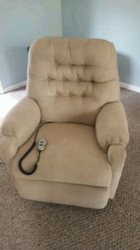 Electric recliner...works great 760 mi