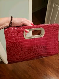 Pretty red clutch bag with magnetic closures Nashville, 37215
