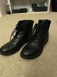 Pair of black leather boots Wikiup, 95403