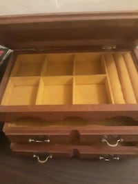 Nice wooden jewelry box Davenport