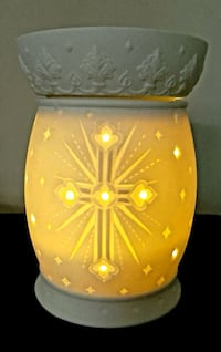 Absolutely Beautiful Scentsy Warmer Lamp!