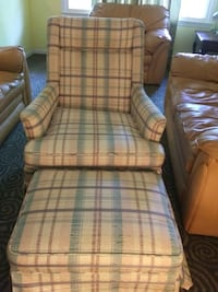 Chair with attoman great condition $40 Sterling