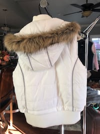 Cute Puffy White w/zip off hood Size Large Modesto, 95355
