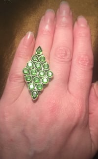 Sterling silver and emerald green crystals ring  Vancouver, V6M 1T5