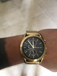 round gold-colored chronograph watch with link bracelet Miami, 33131