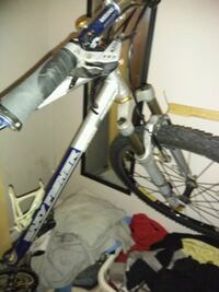 white and black hardtail mountain bike St. Catharines, L2S