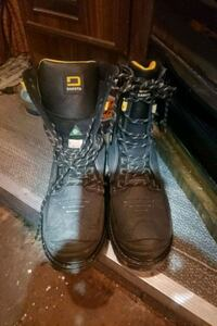 Size 10 steel toed boots  150.00$ Lake Country