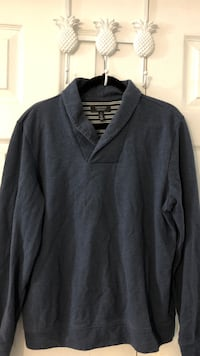 Navy Blue v-neck sweater (Large) Toronto, M1C 5B1