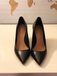 Pair of black leather pointed-toe pumps