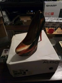 pair of brown leather heeled shoes with box 52 km
