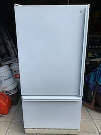 GE FRIDGE/FREEZER Dorval, H9P 2A7