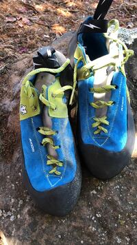Pair of blue-and-green evolv climbing shoes Rocklin, 95677