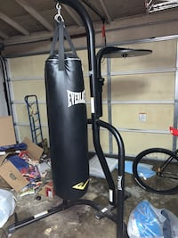 Black everlast 200lbs heavy bag with stand and speed bag hook (speed bag not included) San Leandro, 94578