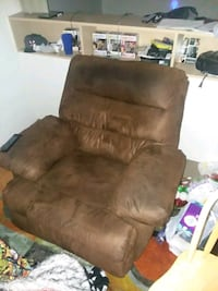 recliner must pick up needs to be gone today Sierra Vista, 85635