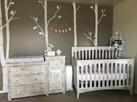White wooden crib with changing table Mountain Home, 83647