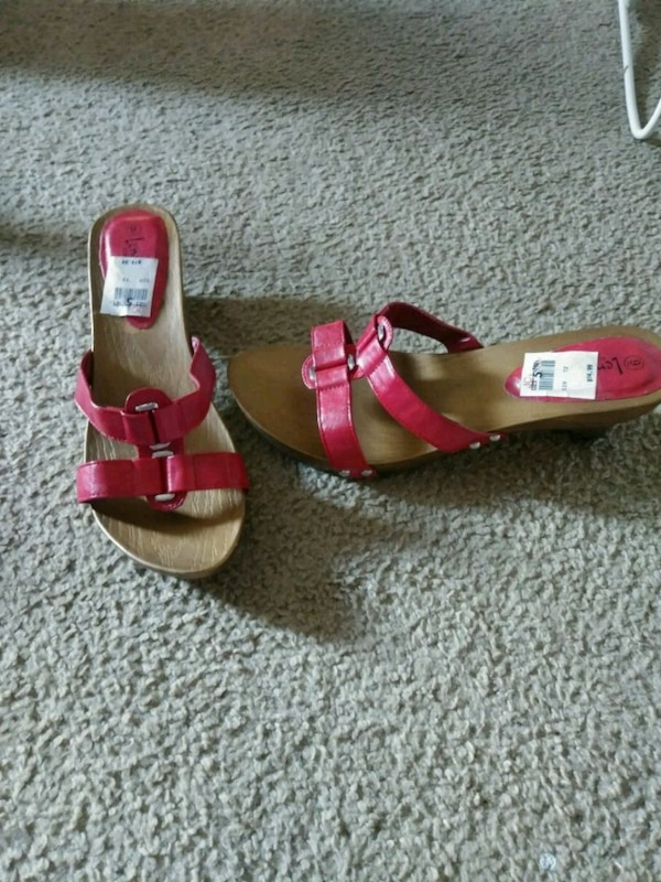 eac57bdfa37 Used Red sandals with heel size 9 for sale in Columbus - letgo