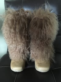 BEARPAW BOOTS SIZE 8