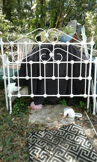ANTIQUE METAL BED FRAME WITH RAILS Kissimmee, 34746