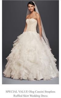 Women's white strapless ruffled wedding gown Arlington, 22203