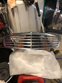 MERCEDES E350 FRONT CHROME GRILLE Tomball, 77377