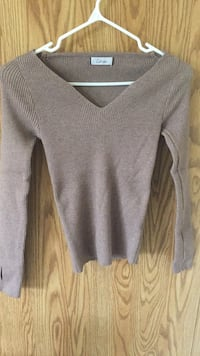 gray v-neck sweater Winnipeg, R2M 3C4