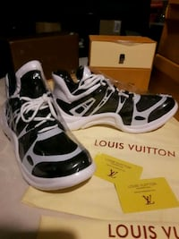 pair of black-and-white LV sneakers Victoria, V8Z