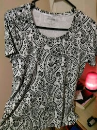 white and black scoop-neck shirt Kendallville, 46755