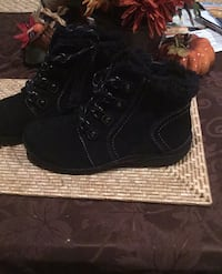 Earth Origins Suede Ankle Boots Fur Trimmed Boot (Size 10)