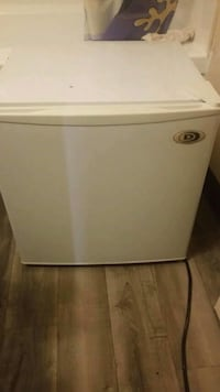 Used mini fridge Windsor, N9A 1P6