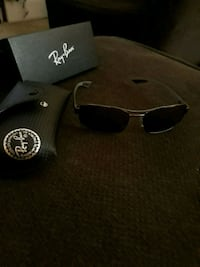 black Ray-Ban wayfarer sunglasses with case Queens, 11358