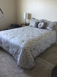Low profile Queen Bed. Local pick up only. Dublin, 94568